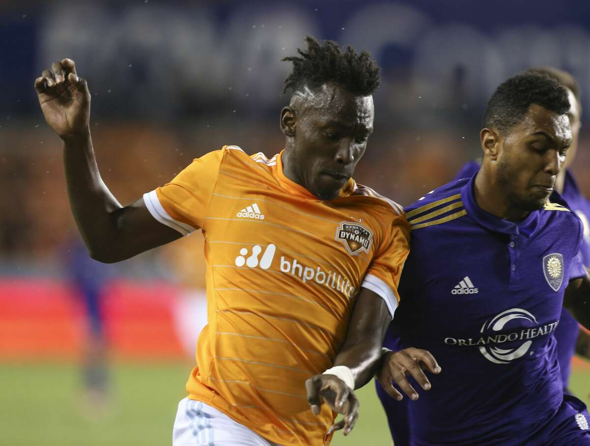 Houston Dynamo forward Alberth Elis (17) dribbles and Orlando City SC defender Tommy Redding (29) defense him during the second half of the game at BBVA Compass Stadium Saturday, May 6, 2017, in Houston. Houston Dynamo defeated Orlando City SC 4-0. ( Yi-Chin Lee / Houston Chronicle )