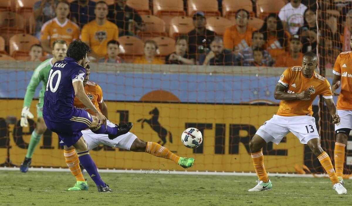 Orlando City SC midfielder Kaka (10) shotts during the second half of the game at BBVA Compass Stadium Saturday, May 6, 2017, in Houston. ( Yi-Chin Lee / Houston Chronicle )