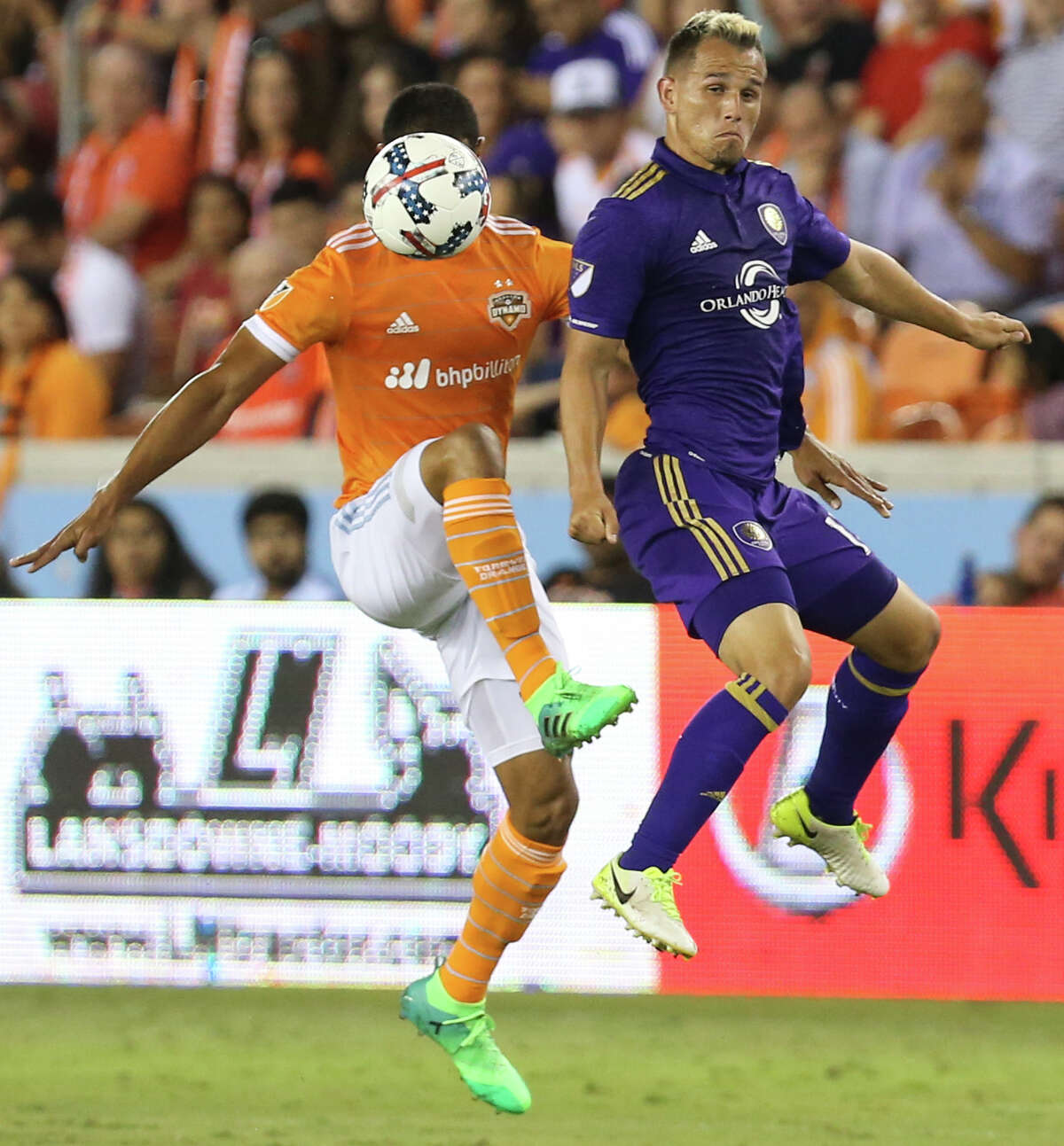 during the second half of the game at BBVA Compass Stadium Saturday, May 6, 2017, in Houston. ( Yi-Chin Lee / Houston Chronicle )