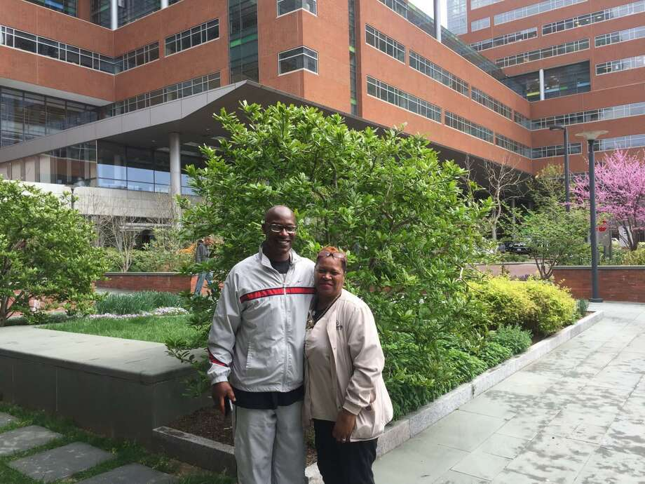 William Glover-Bey and Collie Thomas at Johns Hopkins Hospital. They are alumni of a program that helps ex-offenders find jobs. Photo: Courtesy Of The Pew Charitable Trusts / The Washington Post