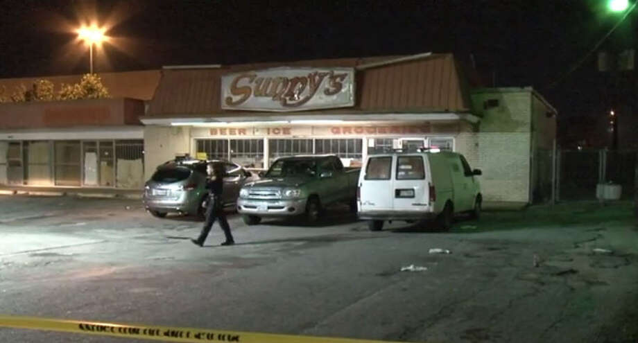 Police arrested a man after a shooting outside a convenient store. Photo: Metro Video