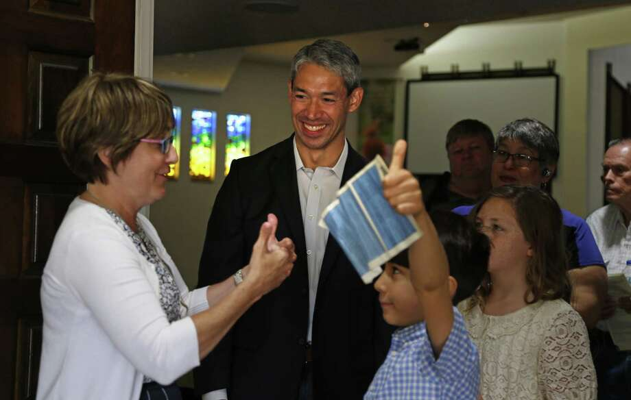 Ron Nirenberg listens as Rev. Diana Phillips, lead pastor at  Colonial Hills United Methodist Church talks with his son Jayden,8, and niece Jayden,10 on Sunday, May 7, 2017. Photo: Ron Cortes, Freelance / For The San Antonio Express-News / Ronald Cortes / Freelance