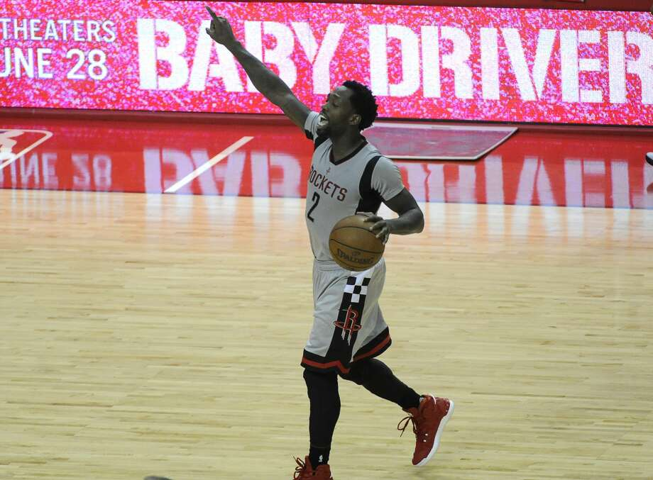 Houston Rockets guard Patrick Beverley (2) directs his teammates during the second half of the NBA Western Conference semifinals Game 4 Sunday, May 7, 2017, in Houston. ( Yi-Chin Lee / Houston Chronicle ) Photo: Yi-Chin Lee/Houston Chronicle