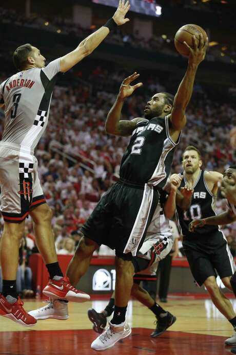 Spurs' Kawhi Leonard shoots against the Rockets' Ryan Anderson in Game 4 at the Toyota Center on May 7, 2017. Photo: Kin Man Hui /San Antonio Express-News / ©2017 San Antonio Express-News