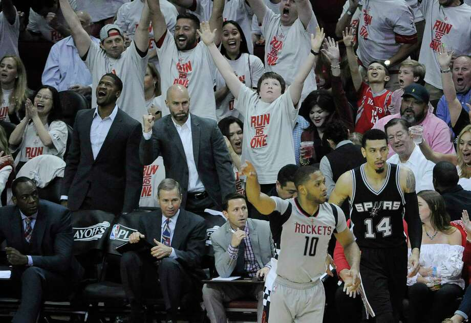 San Antonio Spurs beat Houston Rockets to take 3-2 lead class=