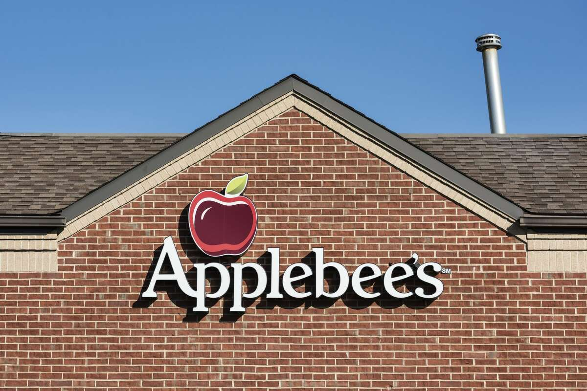 Applebee's Click here to find a location near you.  Some Applebee's across the nation will offer a special Thanksgiving Day menu. Call ahead to find out if your local spot is one of them.