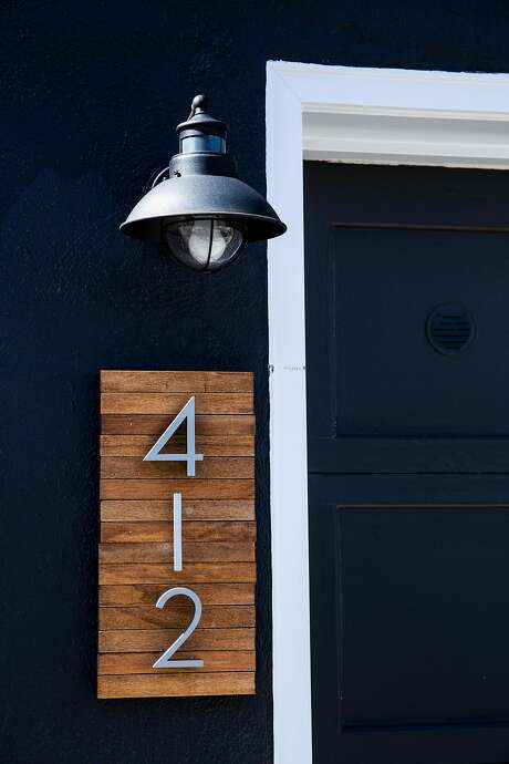 The house number and lamp add a distinctive touch. Photo: Stephen Lam, Special To The Chronicle