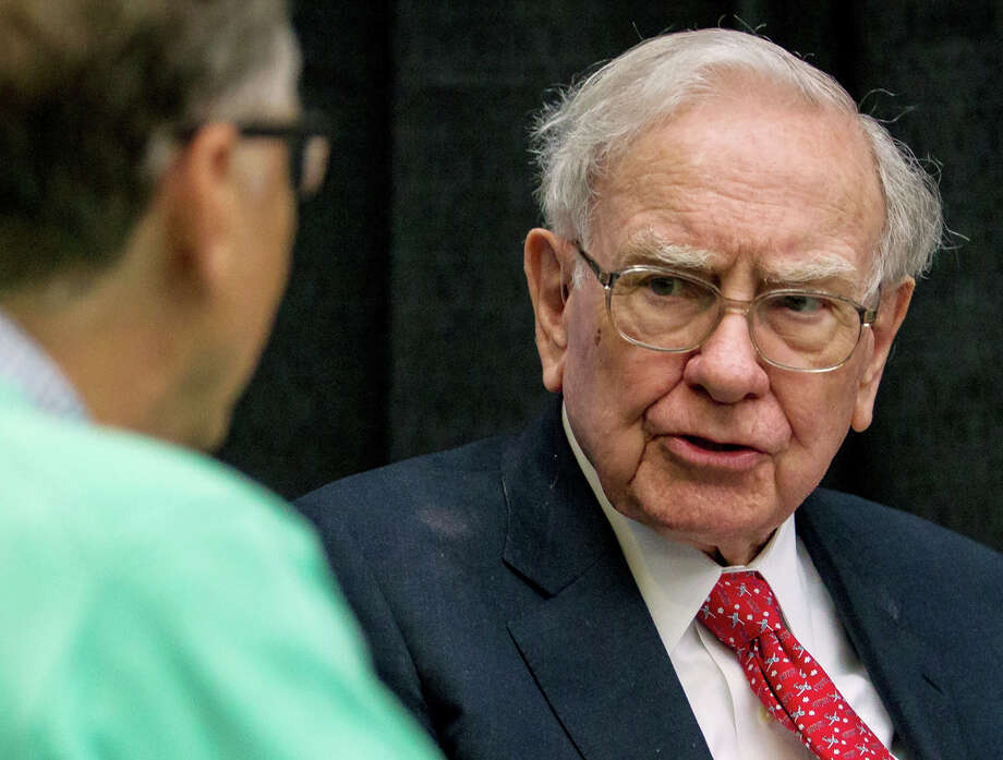 FILE - In this Sunday, May 1, 2016, file photo, Berkshire Hathaway Chairman and CEO Warren Buffett watches Microsoft co-founder Bill Gates, left, play bridge outside the Borsheims jewelry store, a Berkshire Hathaway subsidiary, in Omaha, Neb. Buffett says United Airlines bungled the case of the passenger dragged off a plane in April 2017, and he is criticizing the CEO's handling of the incident. Buffett, whose Berkshire Hathaway Inc. is a major shareholder of United and other big U.S. airlines, said Monday, May 8, 2017, that the recent spotlight on poor customer service in the airline industry doesn't change his investment strategy. (AP Photo/John Peterson, File) Photo: John Peterson, FRE / johnpetersonphotography.com