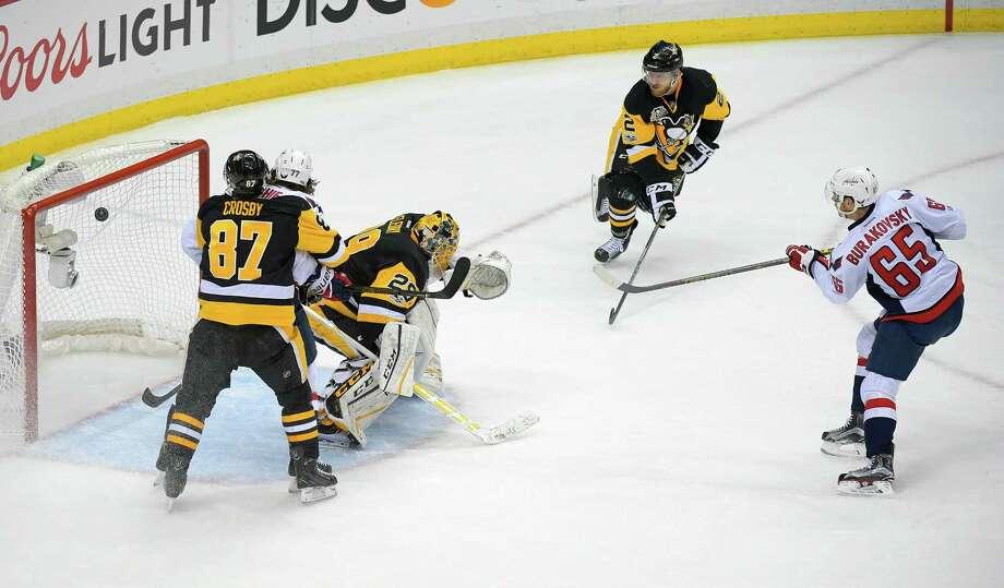 Capitals beat Penguins to stay alive; Senators top Rangers