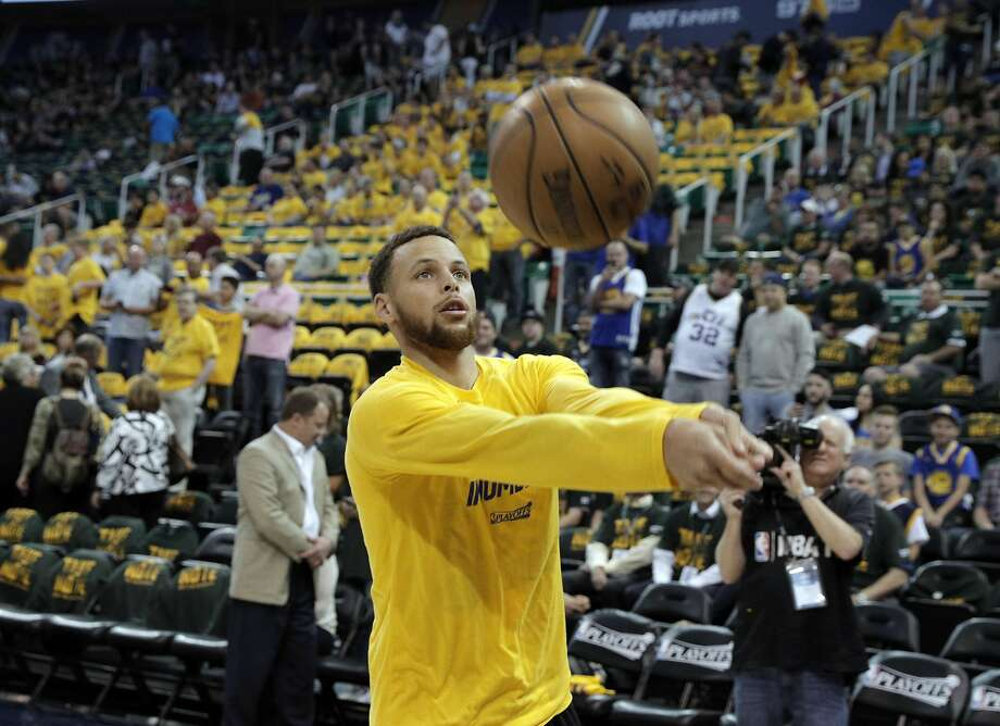 Golden State Warriors MVP guard Stephen Curry shows off his volleyball skills with a basketball, a technique he may have inherited from his mom. Photo: Carlos Avila Gonzalez, The Chronicle