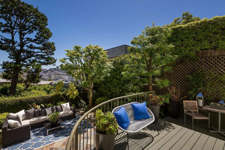 The Russian Hill home includes a deck off the master suite and a separate view deck. Photo: Jacob Elliott Photography