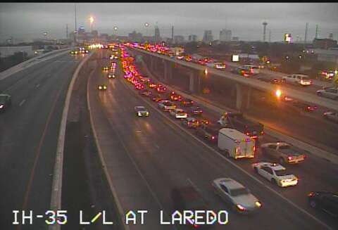 Multi-vehicle wreck, construction snarl traffic on northbound I-35