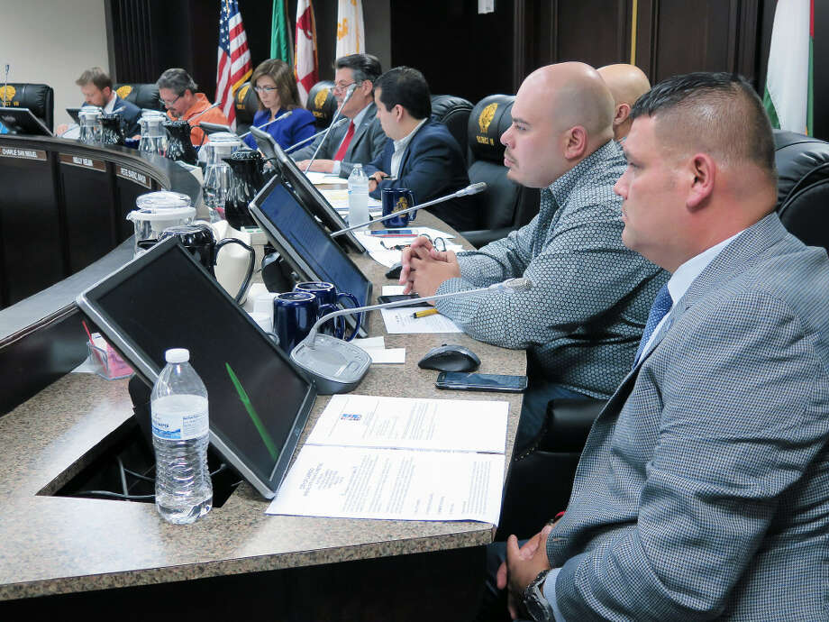 Council members and Mayor at City Council special meeting of, May 8, 2017. Photo: Cuate Santos/Laredo Morning Times