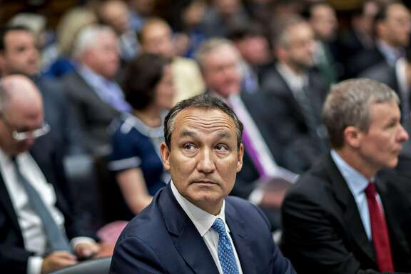 Oscar Munoz, chief executive officer of United Continental Holdings Inc., waits to begin a House Transportation and Infrastructure Committee hearing in Washington, D.C., U.S., on Tuesday, May 2, 2017. Munoz faces the House panels grilling over the violent removal of a passenger from an overcrowded United flight in whats become a familiar Capitol Hill ritual, the rhetorical flogging of executives for corporate misbehavior. Photographer: Andrew Harrer/Bloomberg