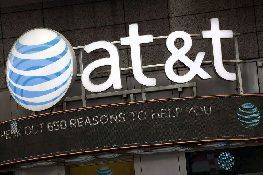 An AT&T store in New York in 2016. A lawsuit against the telecommunications company may be revived, thanks to a new ruling in the Ninth U.S. Circuit Court of Appeals. Photo: Mark Lennihan, Associated Press