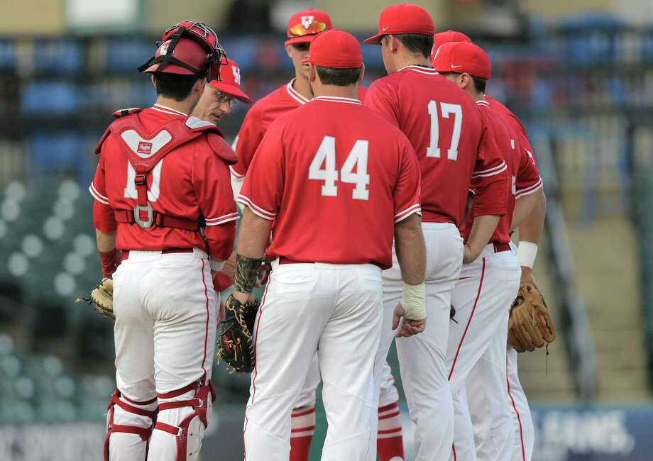 UH left 14 runners on base and hit 2-of-18 with runners in scoring position in Thursday's loss to Cincinnati. Photo: Elizabeth Conley, Houston Chronicle / © 2017 Houston Chronicle