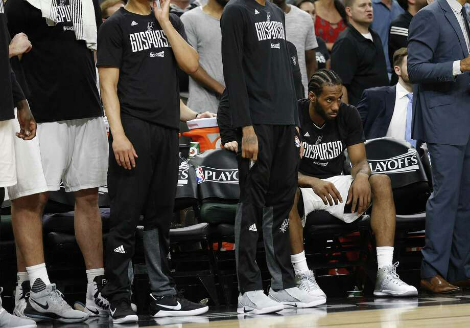 Spurs' Kawhi Leonard, nursing knee and ankle injuries, sits out the final portion of Game 5 against the Houston Rockets in the Western Conference semifinals at the AT&T Center on May 9, 2017. Spurs defeated the Rockets 110-107. Photo: Kin Man Hui /San Antonio Express-News / ©2017 San Antonio Express-News