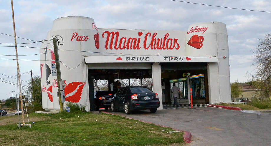 An outside view of the Mami Chulas beer run on the corner of Santa Clara and Zapata Highway, shows one of the workers taking an order from a customer. Photo: Danny Zaragoza