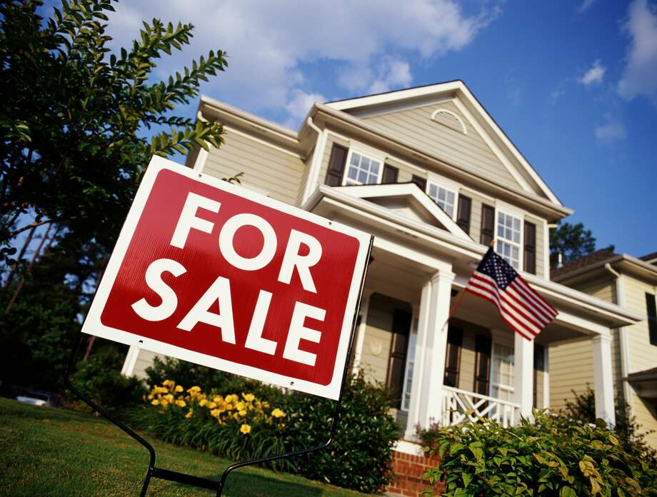 LendingTree Chief Economist Tendayi Kapfidze shared the following tips for those seeking a mortgage: Photo: Phillip Spears/Getty Images