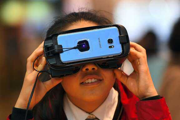 A girl experiences Samsung Electronics' Gear VR at its showroom in Seoul on April 27, 2017.  South Korean tech giant Samsung Electronics posted its biggest quarterly net profit for more than three years on April 27 after shrugging off the fallout from the exploding Galaxy Note 7 battery debacle. / AFP PHOTO / JUNG Yeon-JeJUNG YEON-JE/AFP/Getty Images