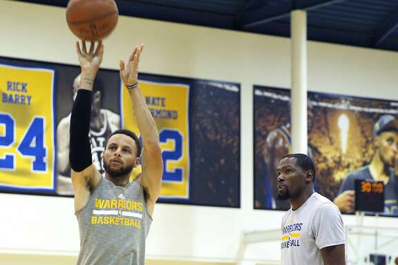Golden State Warriors guard Stephen Curry (30) trains with forward Kevin Durant (35) at the Warriors practice facility on Wednesday, May 10, 2017, in Oakland, Calif.