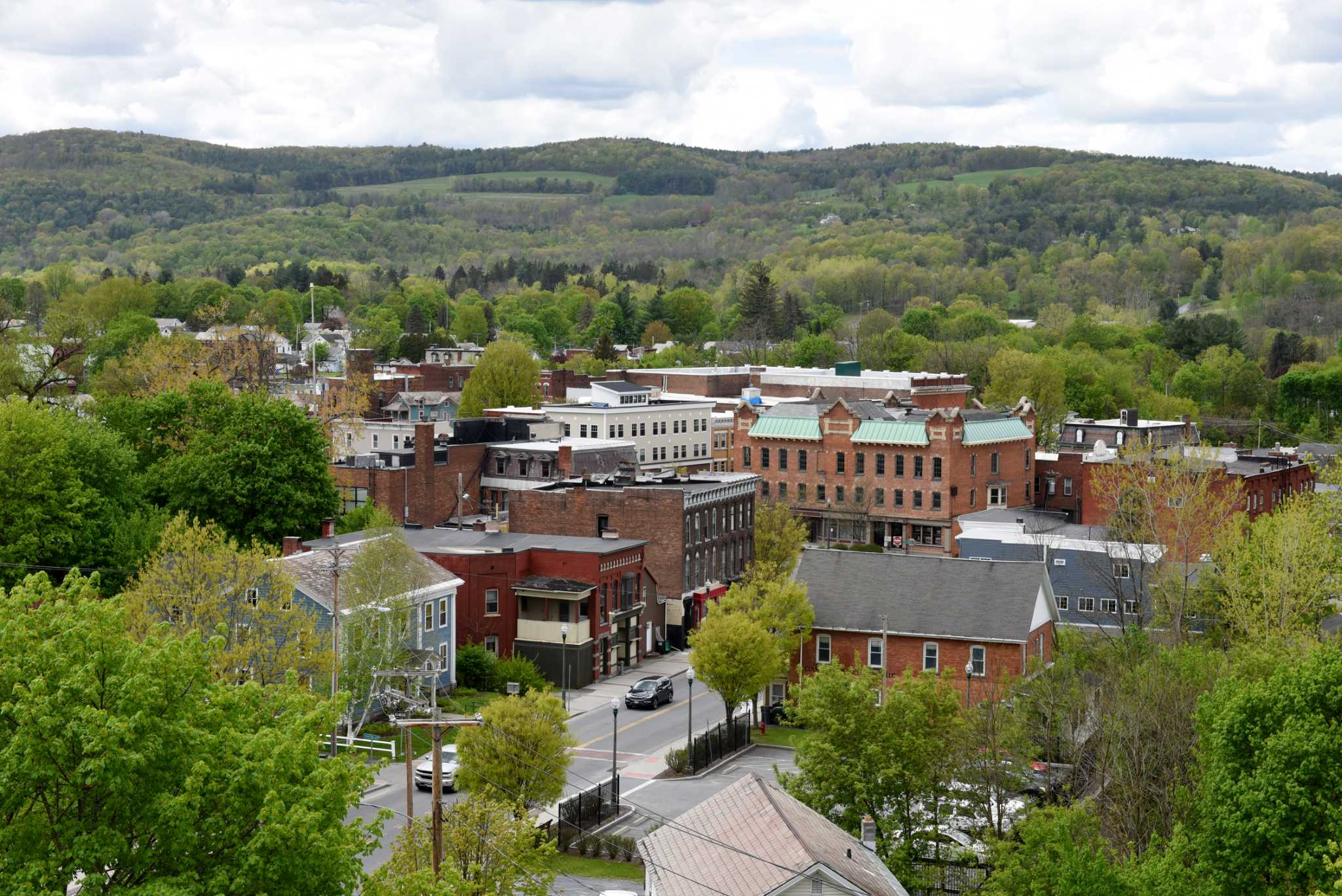 hoosick falls catholic single men The grounds whether you're out for the day with family and friends, or enjoying some alone time, you can enjoy the spectacular rural scenery of hoosick falls, while you play.