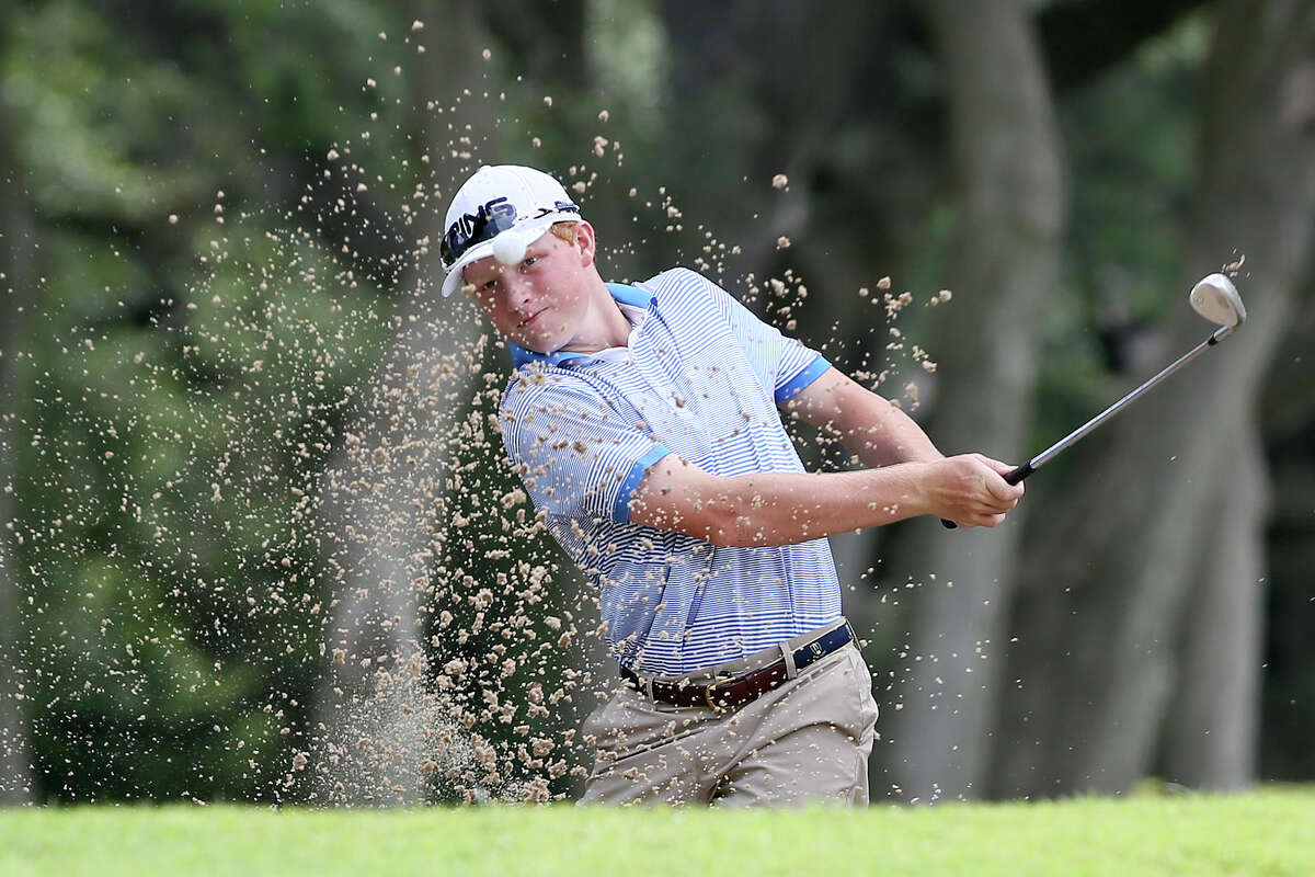 Travis Vick of Houston hits out of a bunker on the 8th hole during the final round of the 107th Texas Amateur golf tournament at Oak Hills Country Club on Sunday, June 19, 2016. MARVIN PFEIFFER/ mpfeiffer@express-news.net