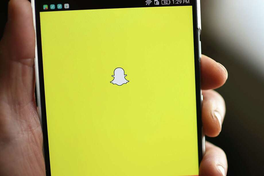 Snapchat's growth stalls in Facebook's shadow in 1Q report