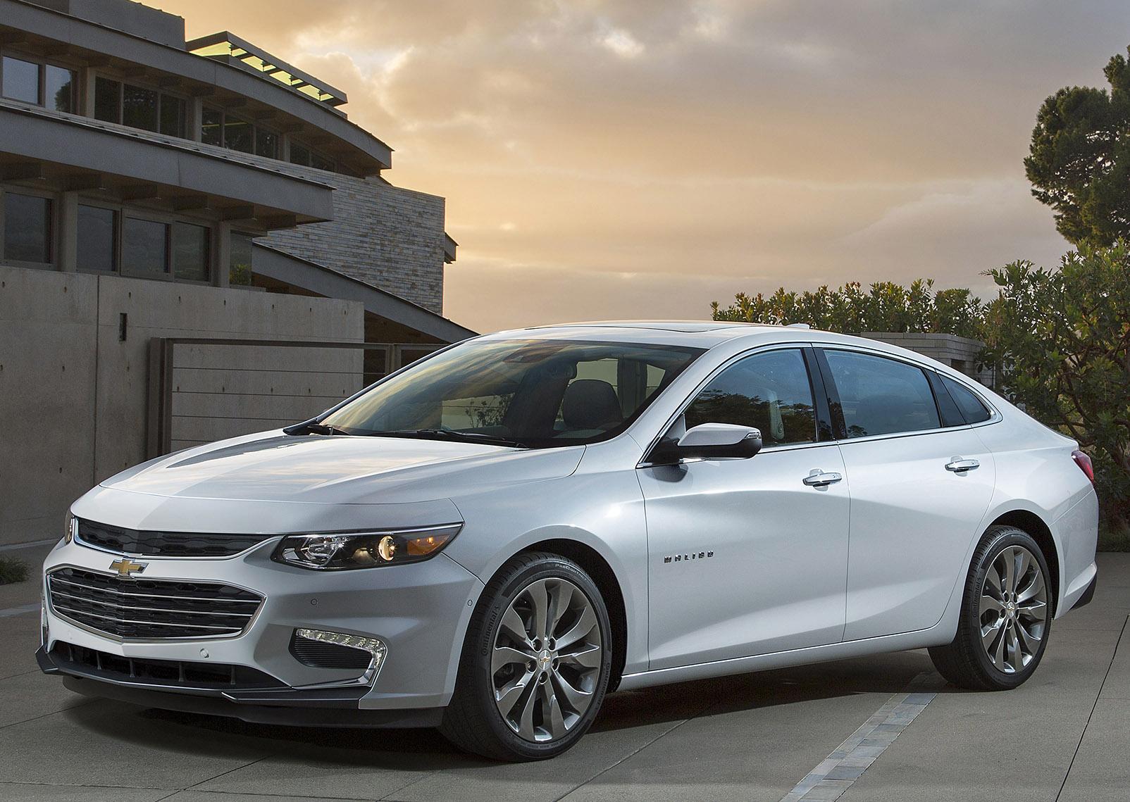 Chevrolet's Malibu sedan goes high-tech, gets hybrid version