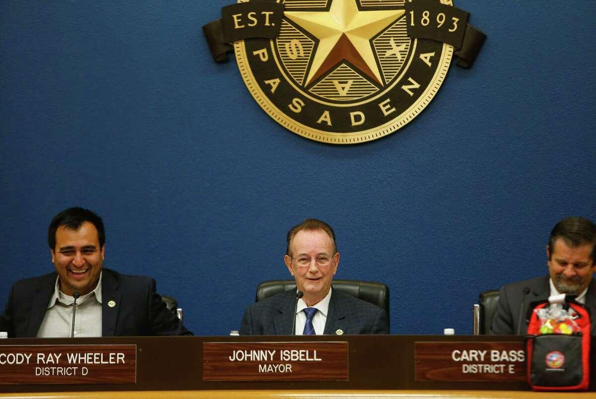 Pasadena mayor Johnny Isbell (center) presides over a city council meeting, Tuesday, May 5, 2017, in Pasadena. (Mark Mulligan / Houston Chronicle)