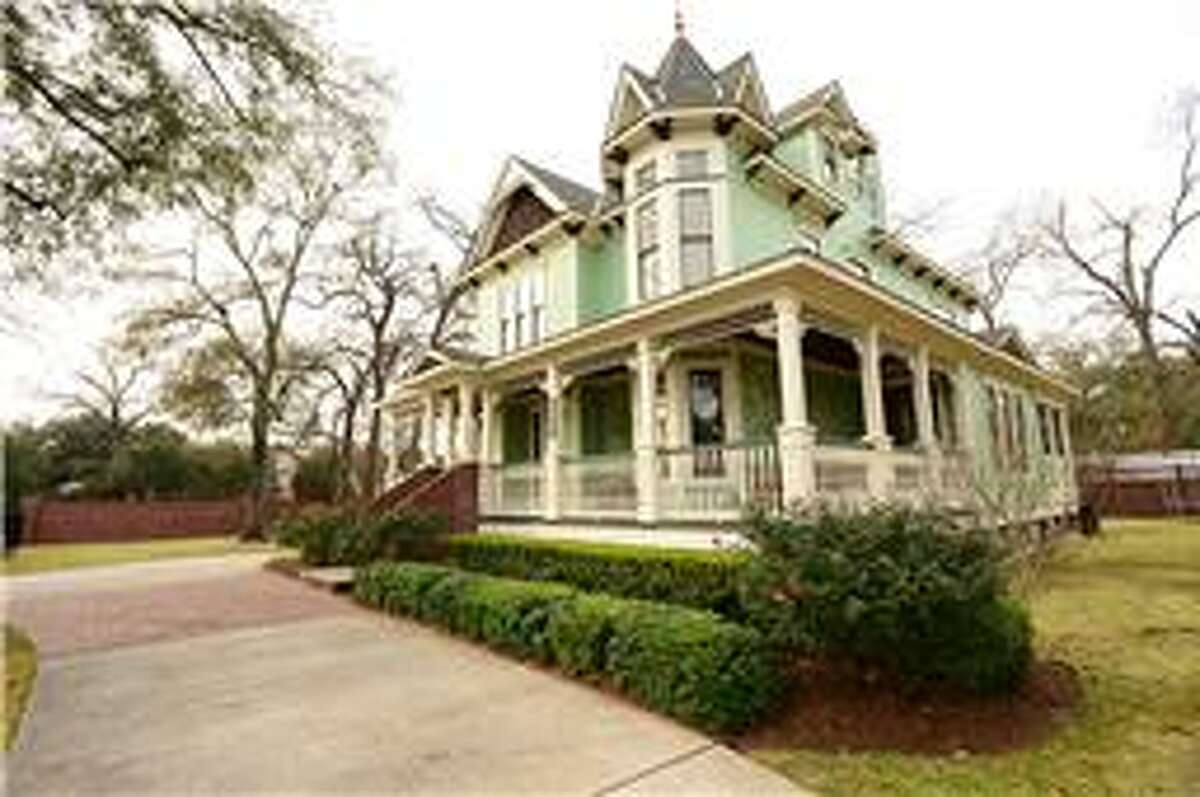 A 2001 Victorian home is nearly unrecognizable after it gets an entire face lift and design overhaul. The former four bedroom home went from 2,994 square feet up to 6,041 square feet by the end of the construction. The photo above shows the original home before construction.