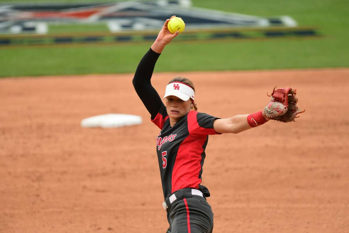 Houston pitcher Savannah Heebner pitches in the AAC semifinal Thursday.
