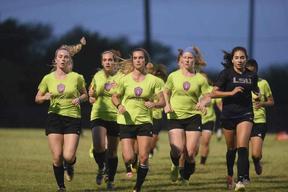 Members of the San Antonio Athenians SC soccer team run before practice at The Winston School on May 10, 2017. Photo: Billy Calzada /San Antonio Express-News / San Antonio Express-News