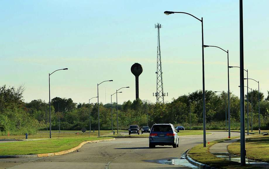 """Cars drive along Willowbend Boulevard, which cuts through the center of 332 acres where the UT System had plans to build and develop a """"big data"""" facility.  Photo: Mark Mulligan, Staff / © 2015 Houston Chronicle"""