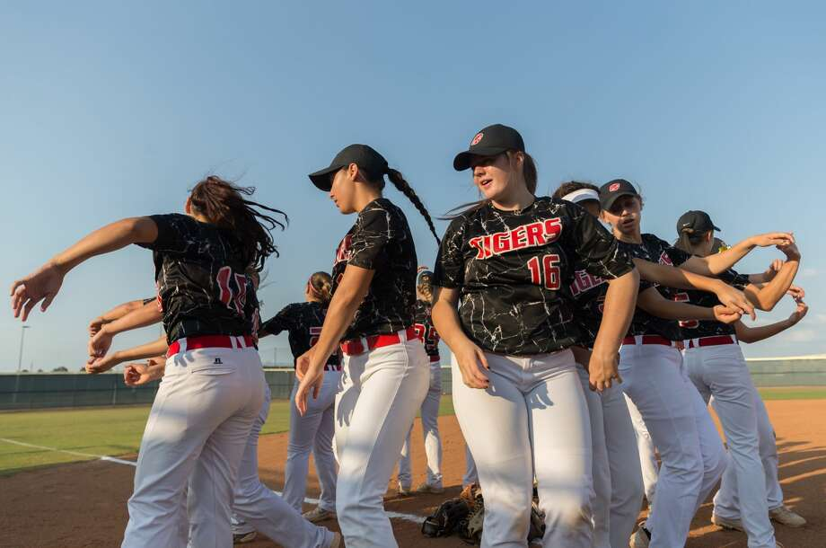 May 11, 2017:  Katy Tigers do a group cheer before the Regional quarter final playoff game against the Katy Tigers at Tompkins Field in Katy,Texas.  (Leslie Plaza Johnson/Freelance) Photo: Leslie Plaza Johnson/For The Chronicle