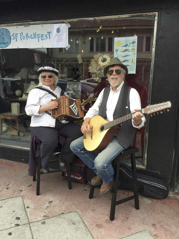 The Borogroves play outside 826 Valencia during SF Porchfest 2016. Photo: SF Porchfest