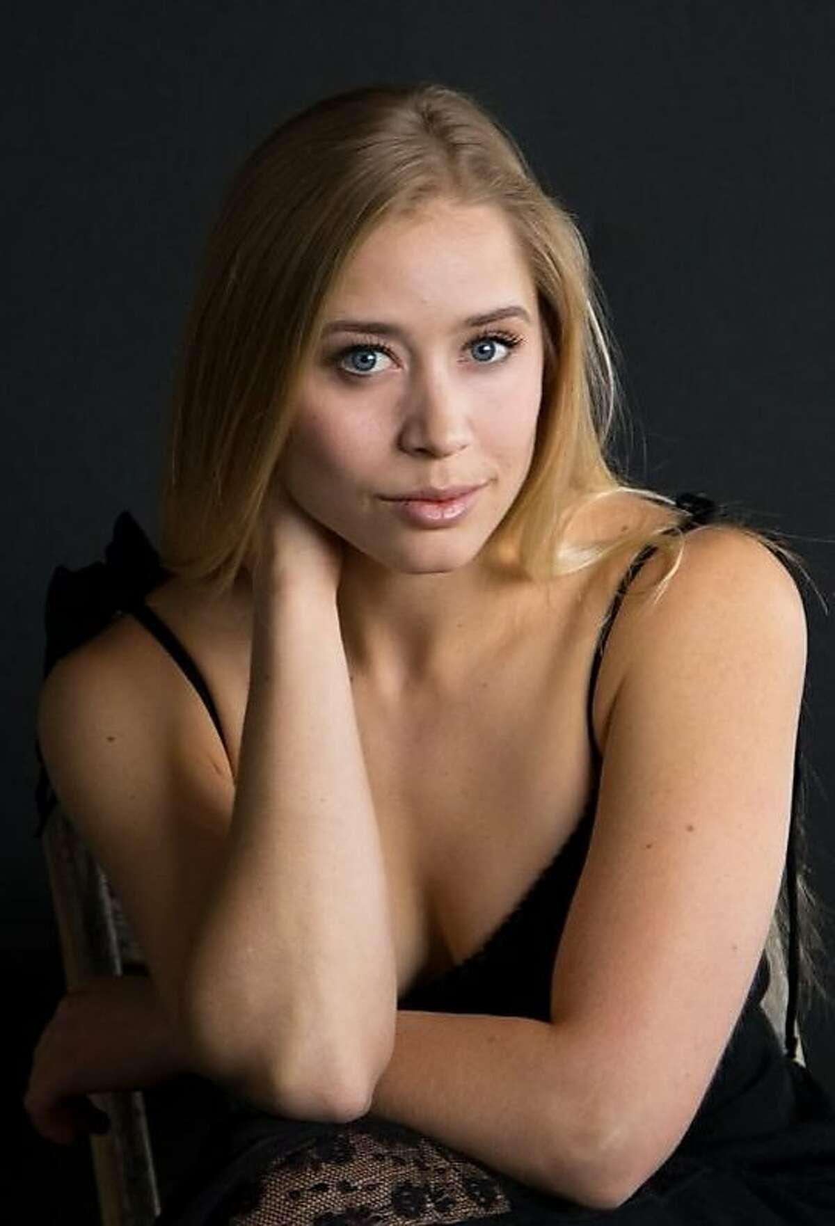 Singer Annie Sherman