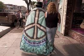KRT TRAVEL STORY SLUGGED:  GEARY-HAIGHT  KRT PHOTOGRAPH BY CINDY YAMANAKA/ORANGE COUNTY REGISTER (KRT10-NOV. 20)  Haight-Ashbury, the launching pad of the Summer of Love, has become a baby-boomer '60's Disneyland for day-trippers bent on a bit of tie-dyed nostalgia. (hew111.14) 1995 (Color)