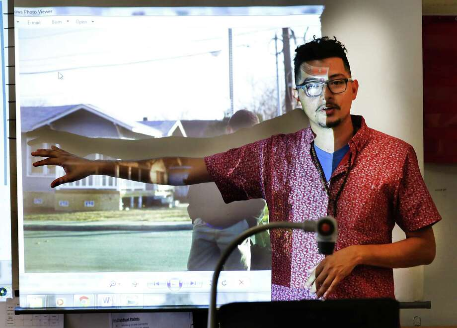 Washington Elementary School teacher Francisco Cortes projects a student's photo on a screen during the fifth grade photography art club on Wednesday, May 9, 2017. The club will have their first public showing on Saturday night at the AP Art Lab. Photo: Bob Owen, Staff / San Antonio Express-News / ©2017 San Antonio Express-News
