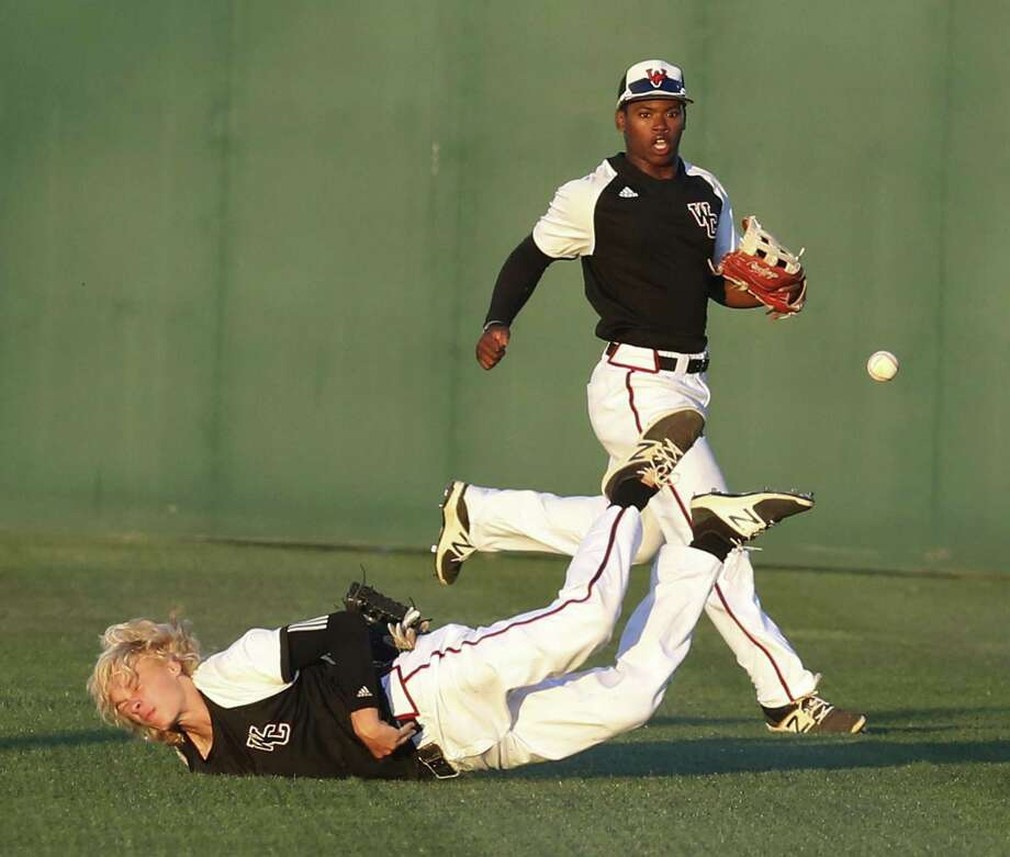 Churchill right fielder Hudson Head dives but misses a diving catch in the fourth inning as teammate Jordan Billups backs him up on the play against Clemens at Blossom Athletic Center on May 12, 2017. Photo: Kin Man Hui /San Antonio Express-News / ©2017 San Antonio Express-News