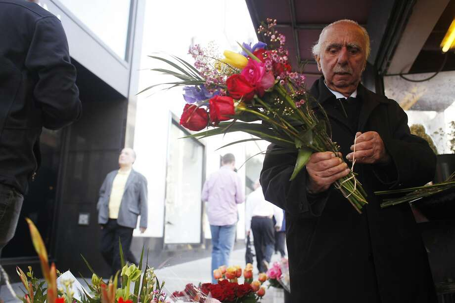 Al Nalbandian, who died last week at age 95, was a familiar face at his flower stand. Photo: Mike Kepka, The Chronicle