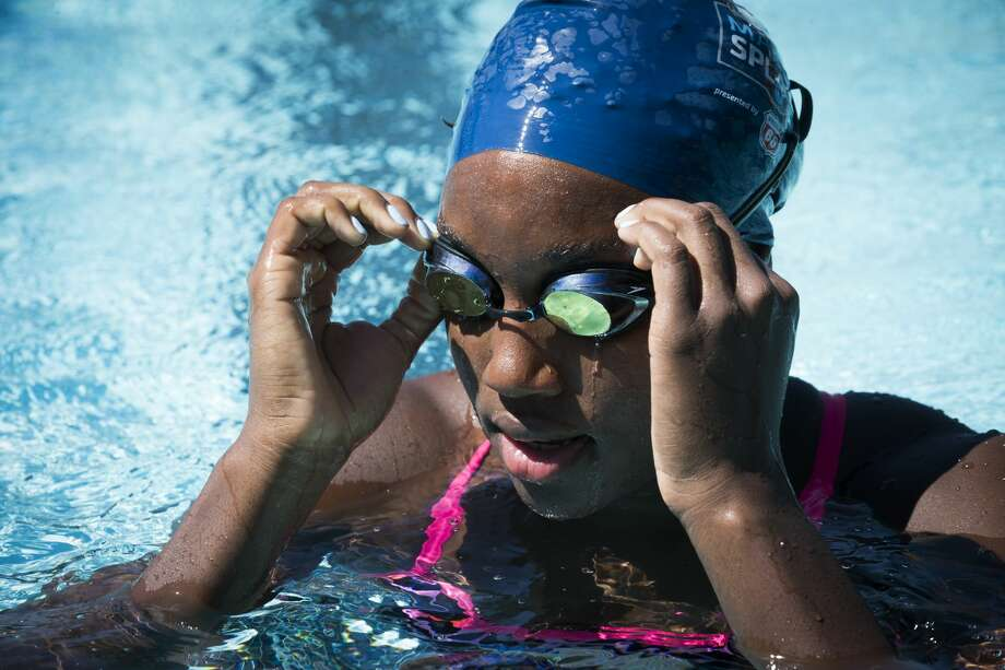2016 Rio Olympics gold medalist, Simone Manuel adjusts her goggles during a visit to Houston to give swim lessons to children at the Dad's Club, Saturday, May 13, 2017, in Houston. ( Marie D. De Jesus / Houston Chronicle ) Photo: Marie D. De Jesus/Houston Chronicle