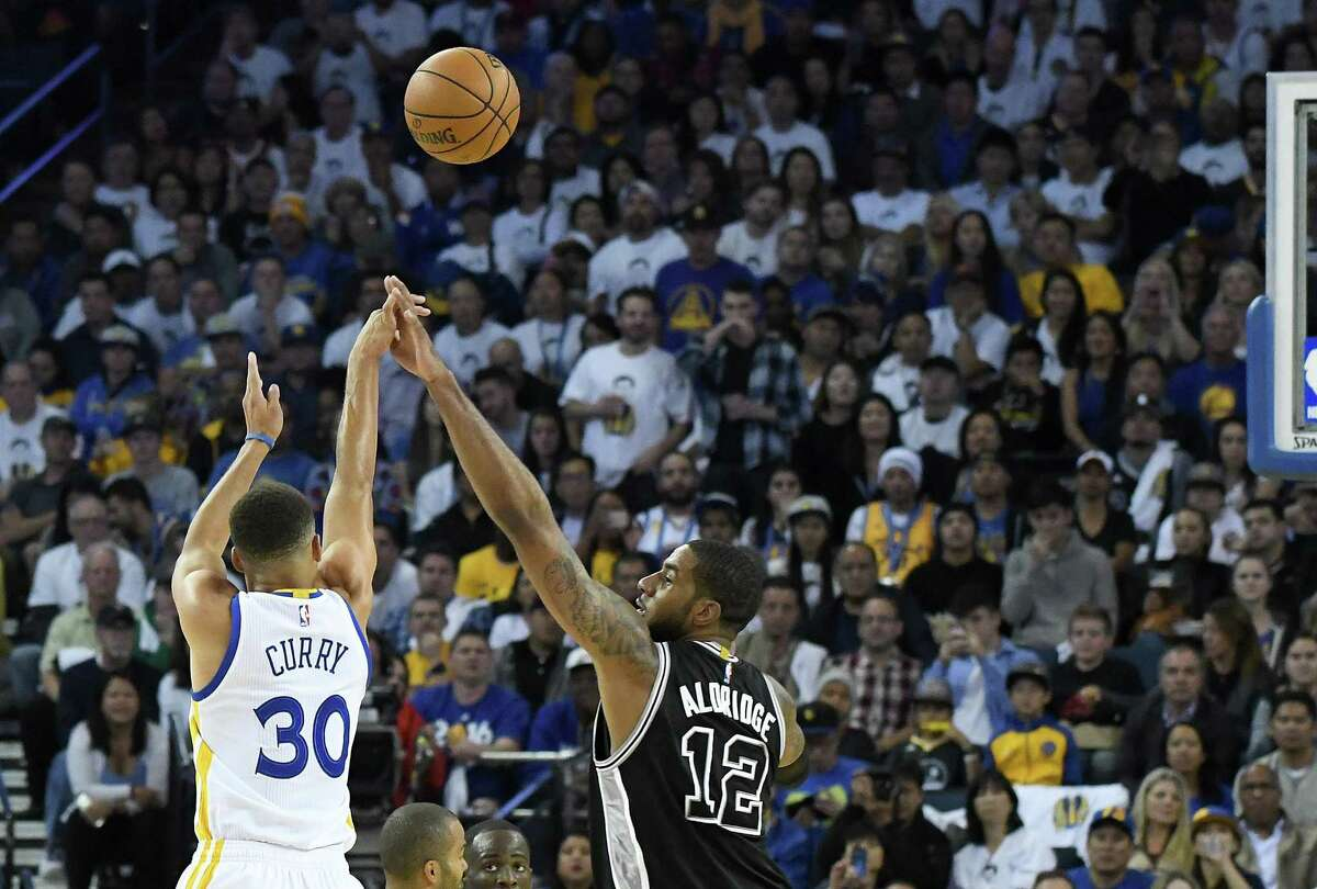 OAKLAND, CA - OCTOBER 25: Stephen Curry #30 of the Golden State Warriors shoot over LaMarcus Aldridge #12 of the San Antonio Spurs during the third quarter in an NBA basketball game at ORACLE Arena on October 25, 2016 Oakland, California. NOTE TO USER: User expressly acknowledges and agrees that, by downloading and or using this photograph, User is consenting to the terms and conditions of the Getty Images License Agreement. (Photo by Thearon W. Henderson/Getty Images)