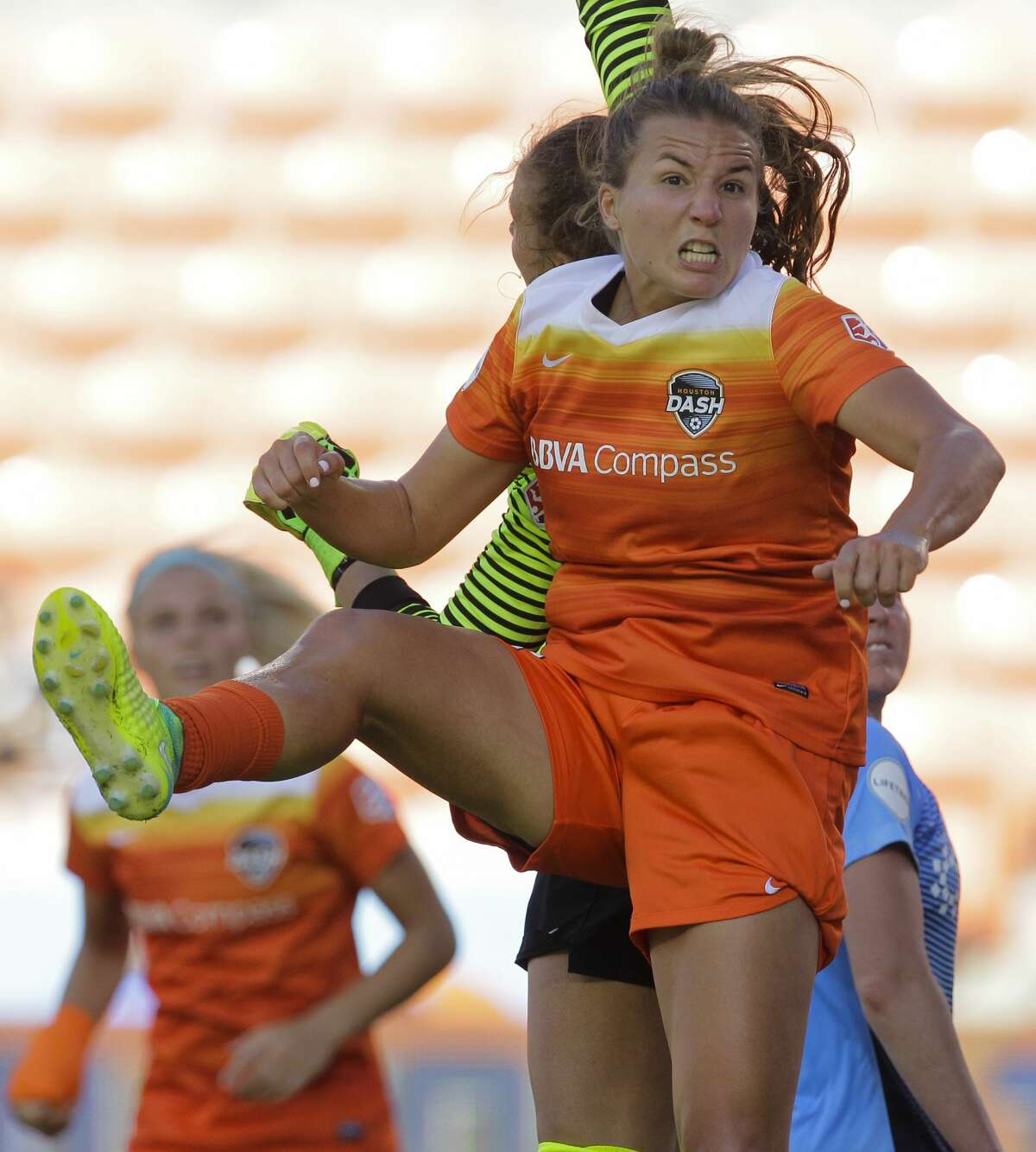 Houston Dash midfielder Amber Brooks (12) battles with Sky Blue FC goalkeeper Kailen Sheridan (1) for a corner ball during the second half of the game at BBVA Compass Stadium Saturday, May 13, 2017, in Houston. Houston Dash lost to Sky Blue FC 3-1. ( Yi-Chin Lee / Houston Chronicle )