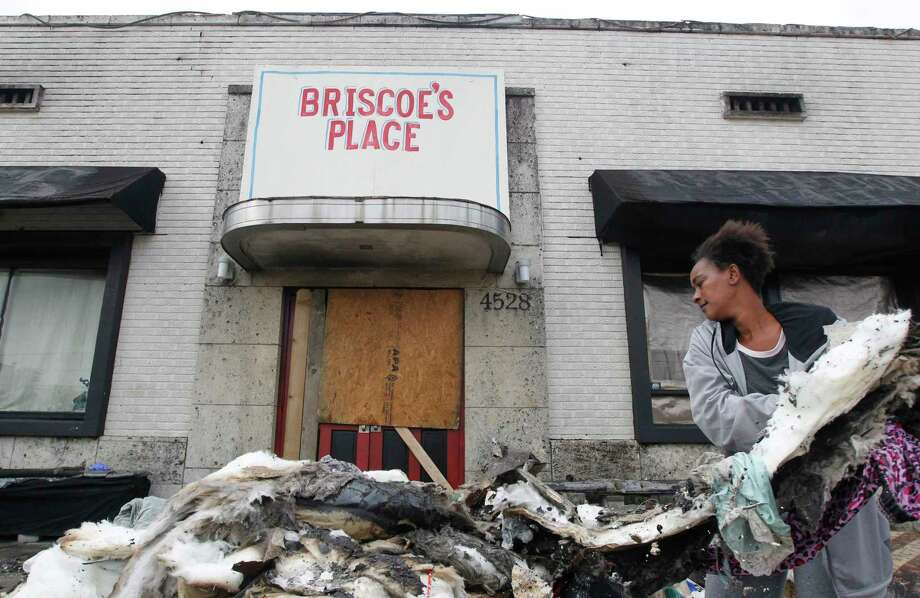 Briscoe's Place resident Cherika Argus searches through the rubble for her purse that contains her ID on Thursday, March 16, 2017, in south Houston. Two residents died and one was injured after a fire broke out early at the boarding house. ( J. Patric Schneider / For the Chronicle ) Photo: J. Patric Schneider, Freelance / © 2017 Houston Chronicle