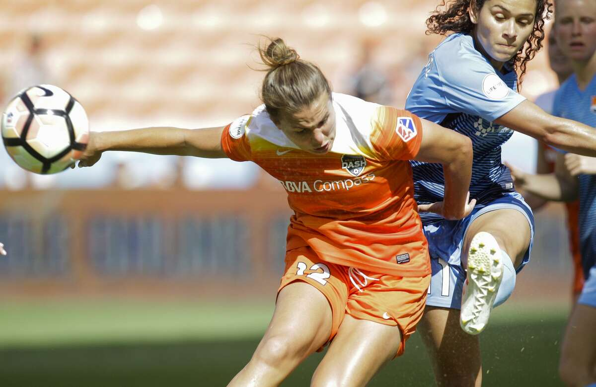 Houston Dash midfielder Amber Brooks (12) and Sky Blue FC midfielder Raquel Rodriguez (11) battle for control of the ball just outside of the net during the second half of the game at BBVA Compass Stadium Saturday, May 13, 2017, in Houston. Houston Dash lost to Sky Blue FC 3-1. ( Yi-Chin Lee / Houston Chronicle )