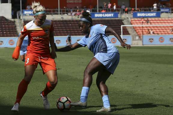 Houston Dash forward Rachel Daly (3) battles for control of the ball with Sky Blue FC defender Mandy Freeman (22) during the second half of the game at BBVA Compass Stadium Saturday, May 13, 2017, in Houston. Houston Dash lost to Sky Blue FC 3-1. ( Yi-Chin Lee / Houston Chronicle )