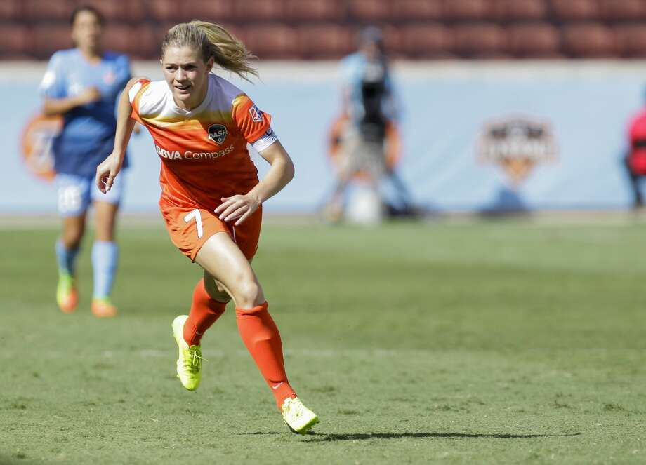 Houston Dash forward Kealia Ohai (7) moves forward during the second half of the game at BBVA Compass Stadium Saturday, May 13, 2017, in Houston. Houston Dash lost to Sky Blue FC 3-1. ( Yi-Chin Lee / Houston Chronicle ) Photo: Yi-Chin Lee/Houston Chronicle
