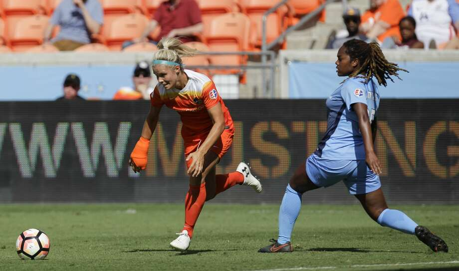 Houston Dash forward Rachel Daly (3) tries to get pass Sky Blue FC defender Kayla Mills (15) during the second half of the game at BBVA Compass Stadium Saturday, May 13, 2017, in Houston. Houston Dash lost to Sky Blue FC 3-1. ( Yi-Chin Lee / Houston Chronicle ) Photo: Yi-Chin Lee/Houston Chronicle