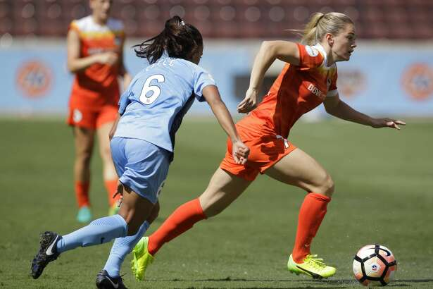 Houston Dash forward Kealia Ohai (7) dribbles pass Sky Blue FC midfielder Taylor Lytle (6) during the second half of the game at BBVA Compass Stadium Saturday, May 13, 2017, in Houston. Houston Dash lost to Sky Blue FC 3-1. ( Yi-Chin Lee / Houston Chronicle )